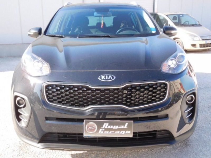 Nuova kia sportage 1 7 crdi 115cv cool royal garage for Garage kia 95