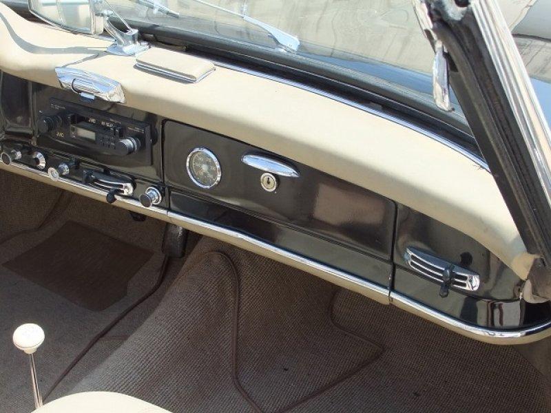 Mercedes benz 190 sl royal garage for Garage royal auto